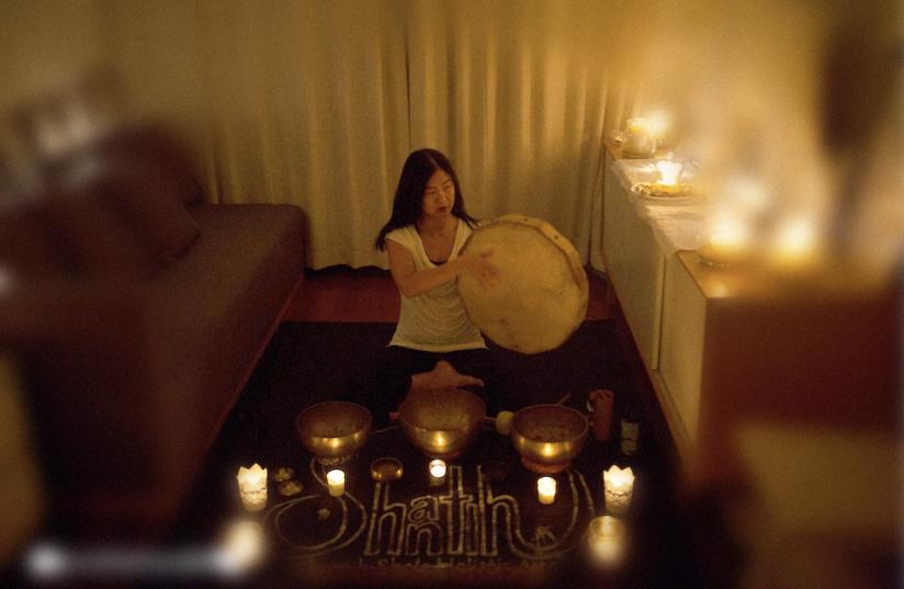 Jo sound healer @ wht room33-blur.png